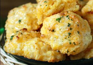 Garlic Cheddar Biscuits- Red Lobster Copycat